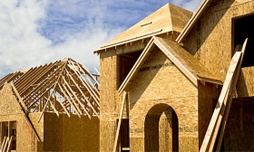 Housing starts fell 5.9% in February to a seasonally adjusted annual rate of 575,000 units. (© David Papazian/Getty Images)