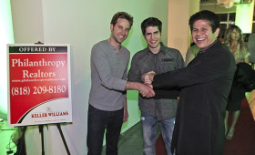 Philanthropy Realtors founder Miguel Gonzalez, right, greets actors attending Reach for the Stars, the first event the Los Angeles company sponsored. (© Philanthropy Realtors)